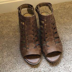 NWOT stacked open toe sandal